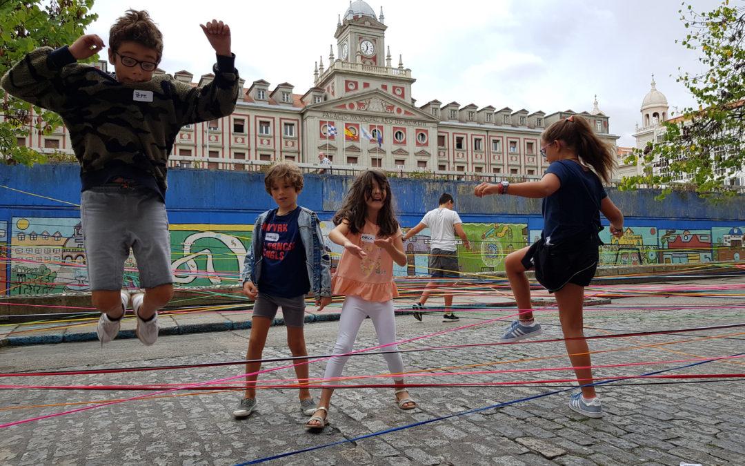 Un centenar de niños juegan con Ferrol en los talleres 'A vila do mañá'