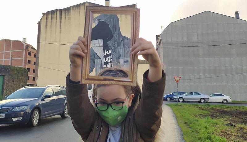 """""""A rapazada que participa na versión virtual do proxecto """"A vila do mañá"""" sae á rúa para """"Darlle cor a Carballo"""""""