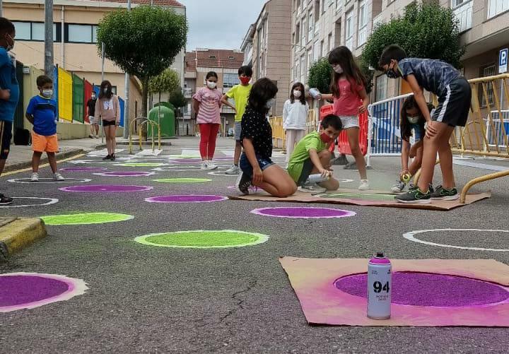 """""""Los niños de Barbadás colorean la rúa do Ensino"""""""